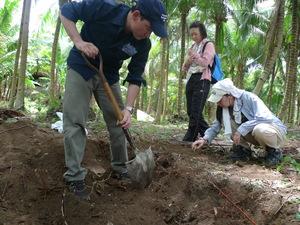 カモテス諸島、ポロ島の海岸付近で無数のご遺骨を発見