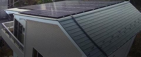 屋根のソーラーパネル