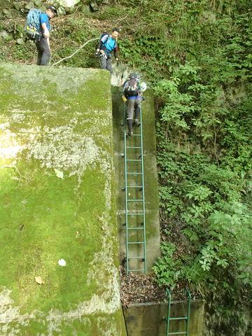 022 堰堤の梯子3-1