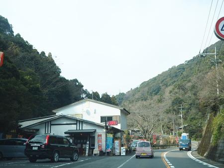 4-滝の上のトトロとメイのバス停PC230523