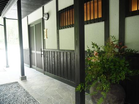 25-東彼杵町 そのぎ茶温泉 里山の湯宿 つわぶきの花P5310291