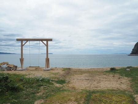 10-7-南島原市加津佐町 前浜海水浴場のブランコP4035560