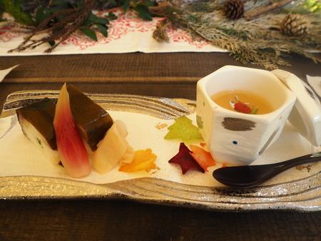 13-雲仙温泉 諏訪の池 天幕レストランPB291636