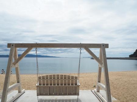 8-7-南島原市加津佐町 前浜海水浴場のブランコP4035528