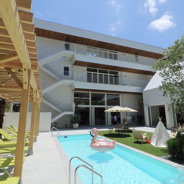 ウィークエンドハウスのプール