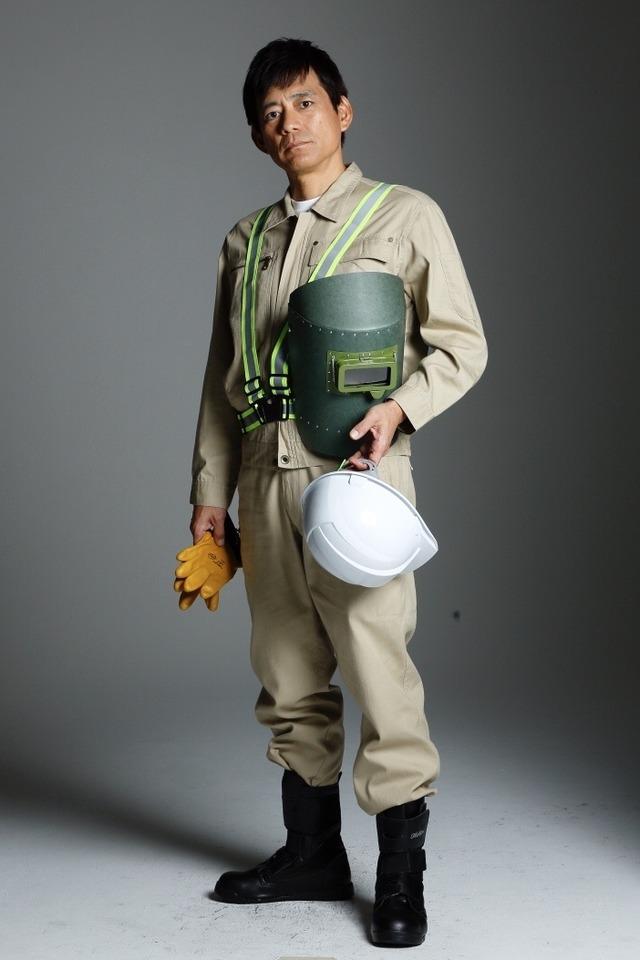 博多座で博多華丸さん主演「羽世保スウィングボーイズ」溶接工衣装