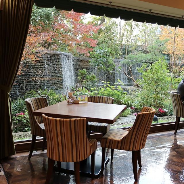 西鉄グランドホテル「グランカフェ」庭園