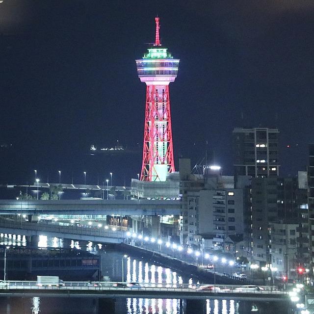 西鉄イン福岡13F「レストラン&バー ブロッソ」夜の博多ポートタワー