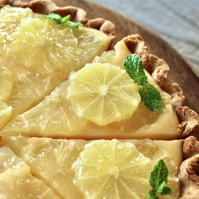福岡大名「ウイ・アー・レディー」レモンのレアチーズタルト