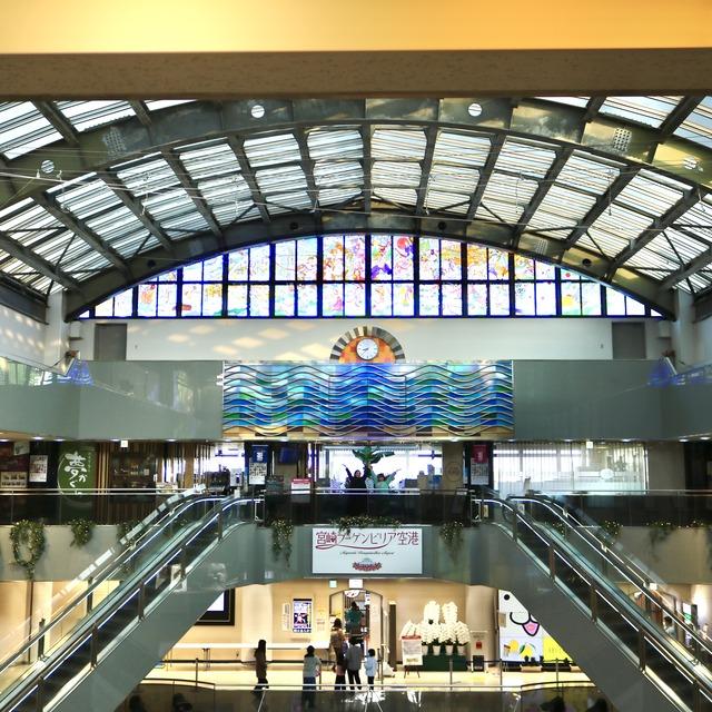 宮崎ブーゲンビリア空港の日向神話ステンドグラス