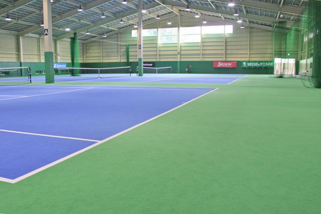 「アサヒ緑健 久山テニス俱楽部」インドアテニスコート3面