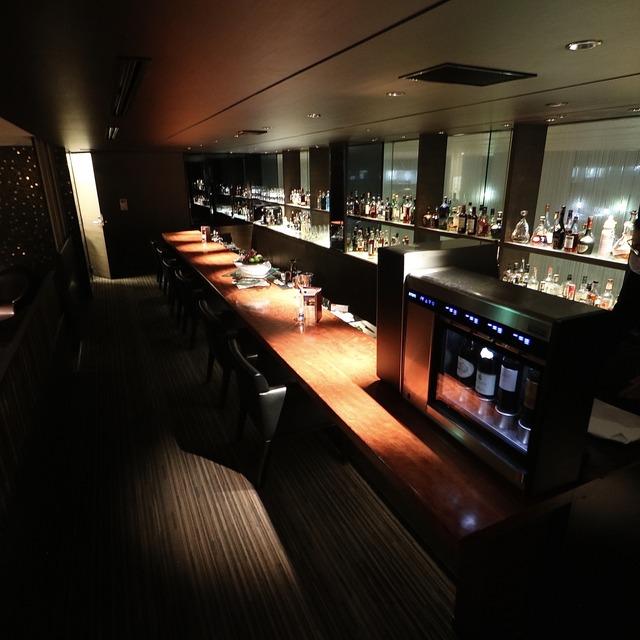 ANAクラウンプラザホテル福岡 M2F「メザニンバー」カウンター