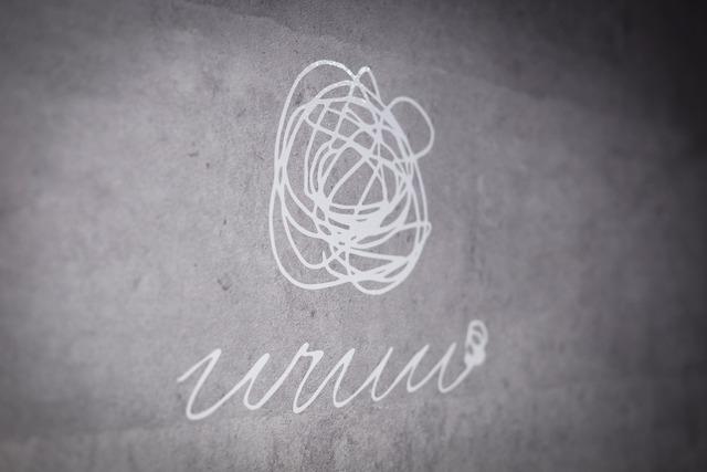 「uruu(ウルー)」ロゴ