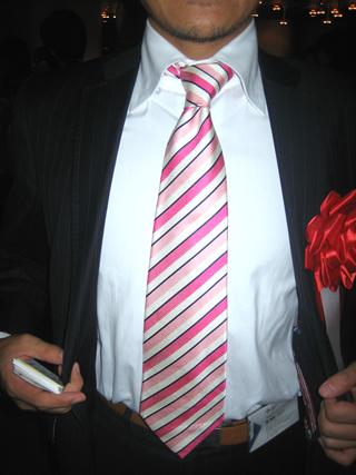 ネクタイの巻き方 ネクタイの締め方 香港の投資ファンドのネクタイ