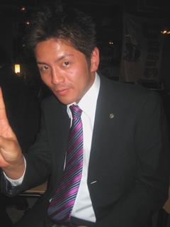 ネクタイの締め方 ネクタイの結び方 紫&水色のストライプのネクタイ