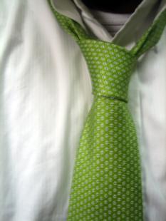 ネクタイの締め方 ネクタイの結び方 巻き方 黄緑色のネクタイ