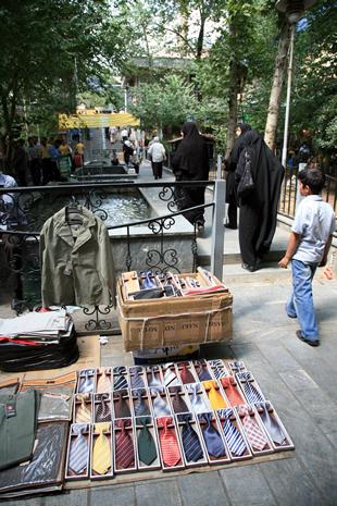 イランのネクタイ屋 ノーネクタイ