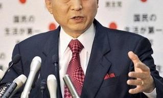 鳩山由紀夫 ネクタイ 赤 濃い赤