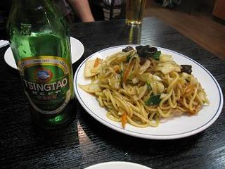 青島ビールと塩焼きそば