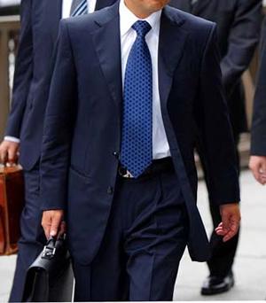 ネクタイの巻き方 ネクタイの結び方 ネクタイの締め方 紺のネクタイ
