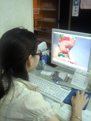 ネクタイの巻き方 中国語の老師(先生)の王恵さんが息子を自慢。