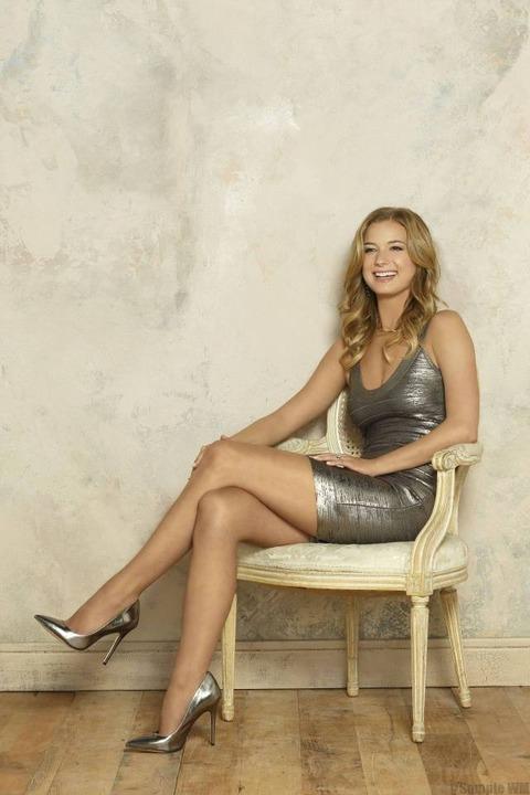 Emily-VanCamp-sexy-feet