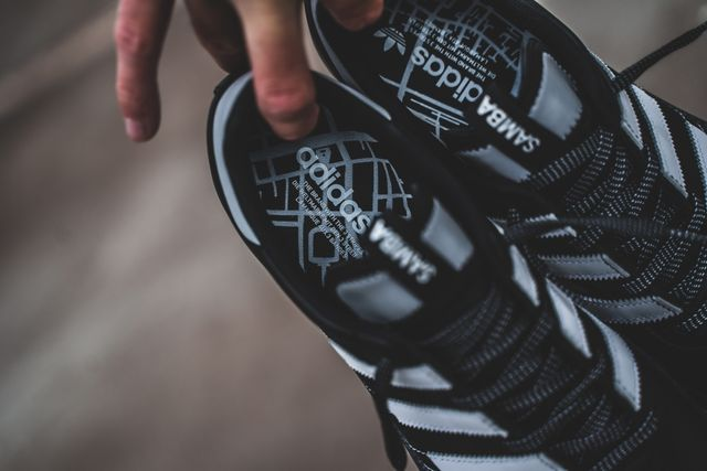 adidas-samba-og-ms-black-white-bd7523-mood-2