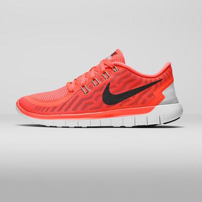 SU15_W_NikeFree_5_0_Lateral_Square_square_600