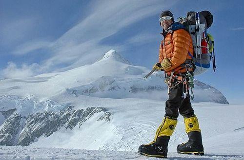 山なんか登ったこと無いのに会社で厳冬期の北アを攻めてたとか嘘ついてたら週末登山のコーチとして雲取山行く事になった