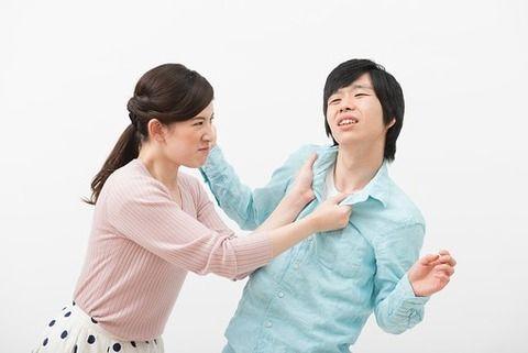 【衝撃】女子中学生が女教諭の胸ぐらをつかんで逮捕される・・・