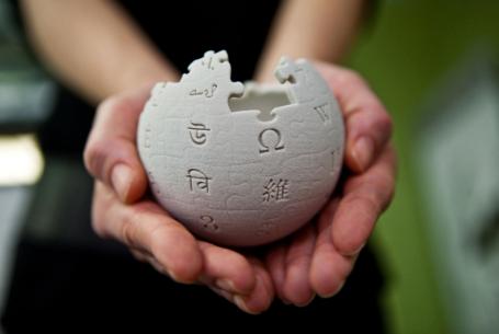 Wikipedia「700円(コーヒー1杯分)を寄付してクレメンス・・・」