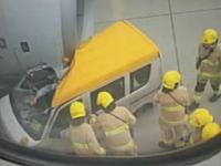 なぞな事故。香港国際空港で離陸直前のエアバス機に車が突っ込んで運転手が重傷。