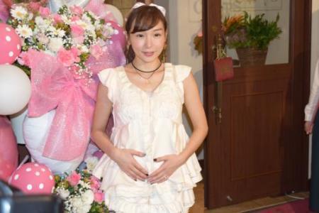 加護亜依が再婚後初ライブで妊娠報告‥ファンのメンタル強すぎwwwww