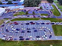 アメリカの学校の朝の送迎渋滞を空撮したビデオが面白い。