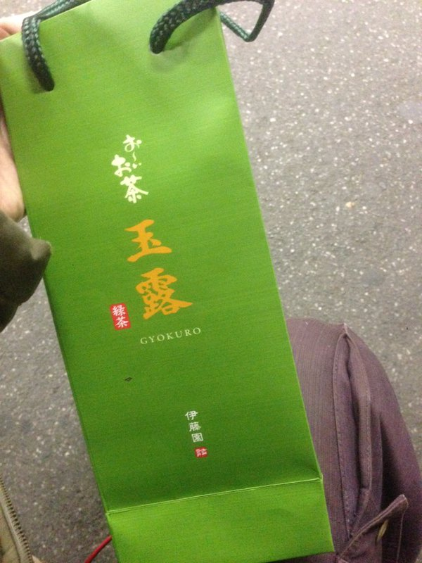 コンビニで「お~いお茶」を1本1,080円で買ってしまった人の話(画像あり)