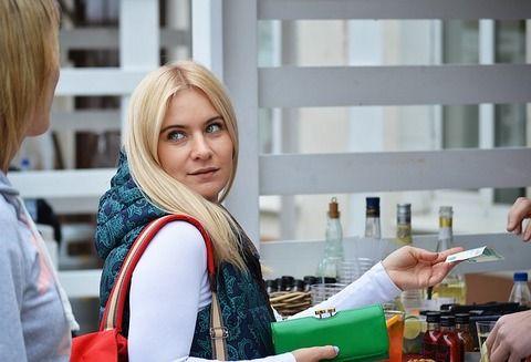 【悲報】ワイ、飲み屋の支払い中に年下女さんに絡まれるwwwwwwww