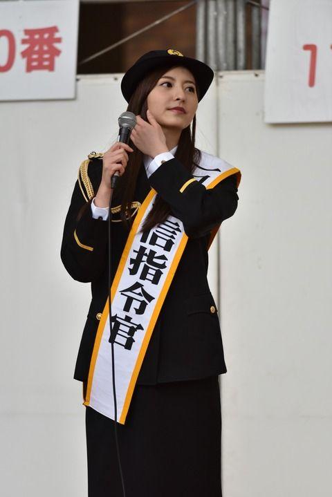 森保まどかさん、長崎県警の一日通信指令官を務める