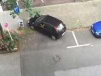 イライラするwww余裕ある広い駐車スペースになかなか駐車できない車wwww