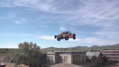 ゴーストタウンを大ジャンプ!オフロードトラックでジャンプ世界記録に挑戦