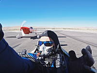 離陸滑走時にエンジントラブルを起こした飛行機に後続の飛行機が突っ込む事故(°_°)