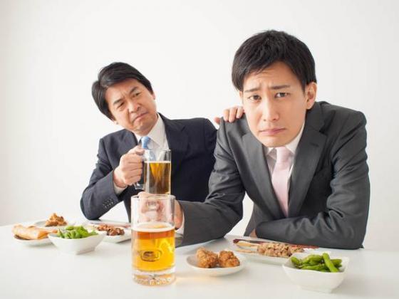 飲み会で上司がするメンドくさい話題1位は昔のプロレス 3位昔のガンダム