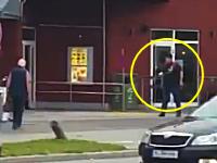 ミュンヘン拳銃乱射事件で犯人が通行人らに向かって発砲している映像が公開される。