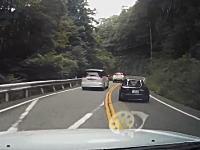 ドライブレコーダー危険運転。兵庫の峠道で無茶するロードスターが撮影される。