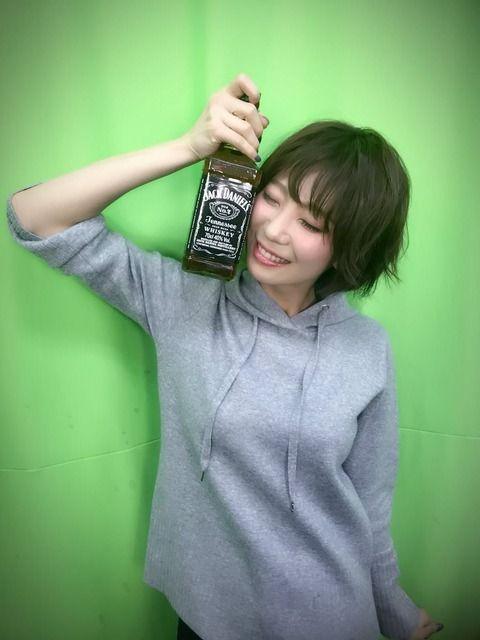 声優・安済知佳さんの着衣胸www