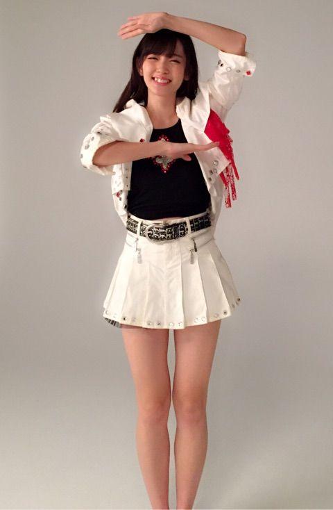 鈴木愛理23歳が12歳の頃の衣装を着たコスプレ写真を公開!(画像)