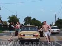 ロシアのDQN怖すぎ。交通トラブルですぐボコる。というか全員出てくる。さらにバットも出すw