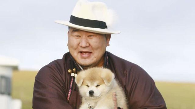 【話題】朝青龍に秋田犬「マサオ」贈呈!「遠い秋田から来てくれて感謝。家族の新しいメンバーだ」保存会がモンゴルで式典!※画像あり