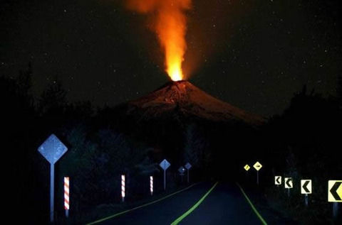 【画像】火山へ向かって走れ!
