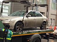 これは酷い(´・_・`)操作ミスで移動させようとした車を破壊してしまったレッカー業者。