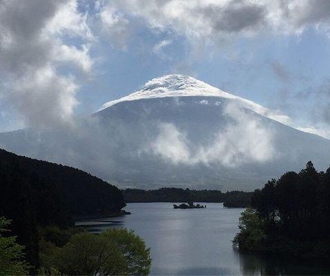恥ずかしがりやの富士山